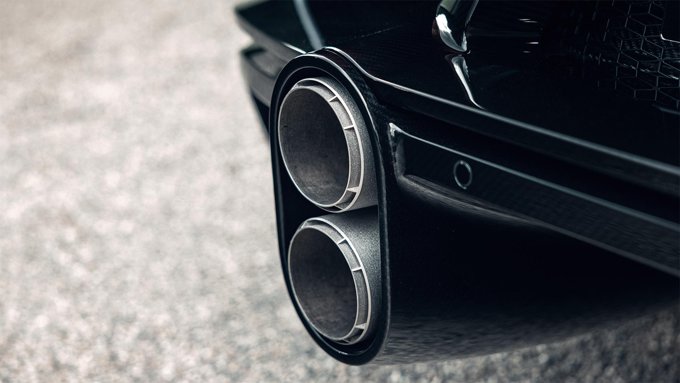 Bugatti Chiron Super Sport exhaust pipes