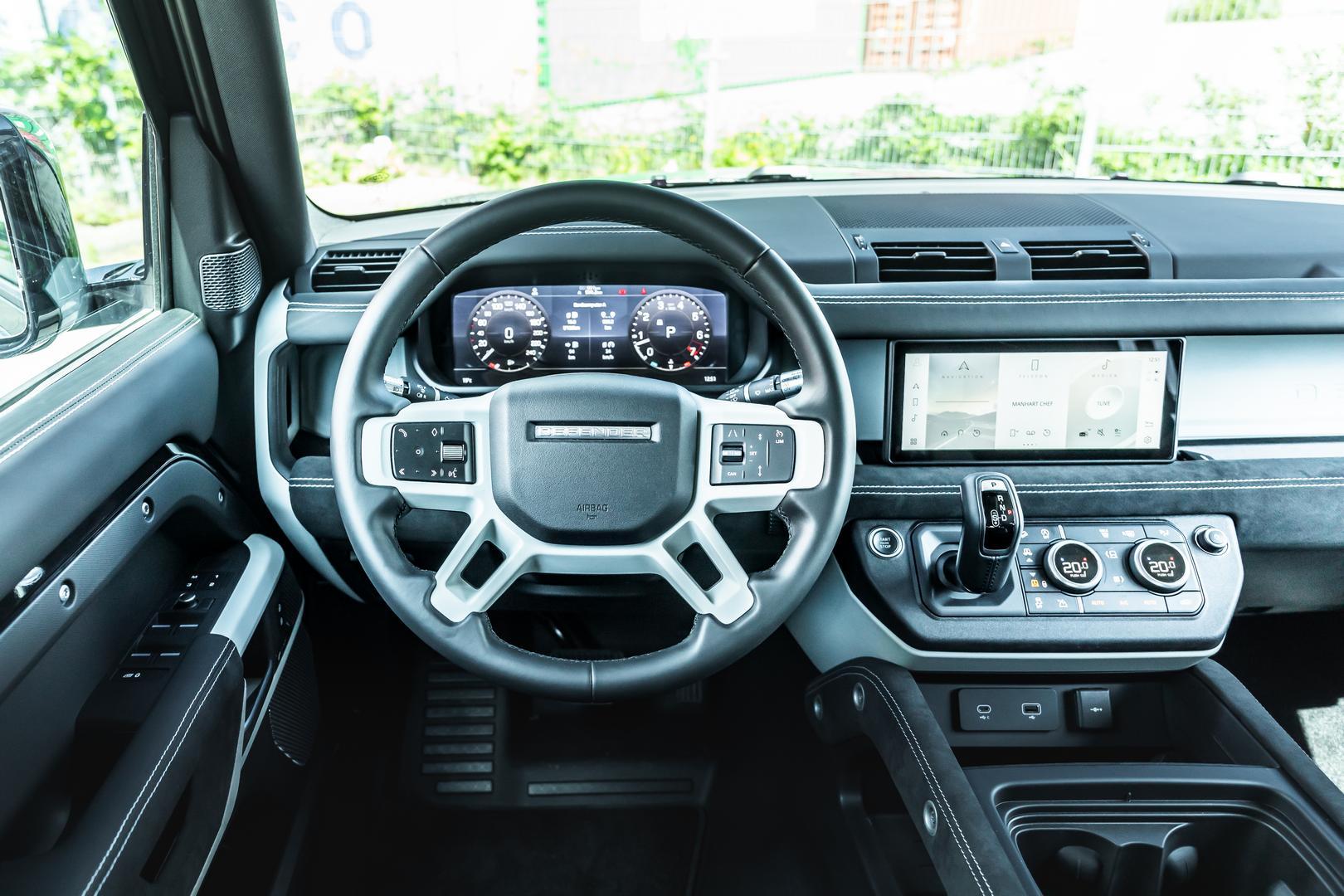 Manhart Defender steering wheel