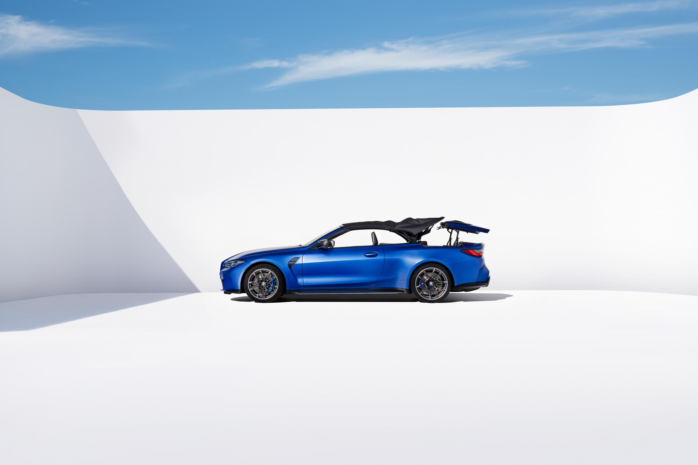 2022 BMW M4 Convertible side