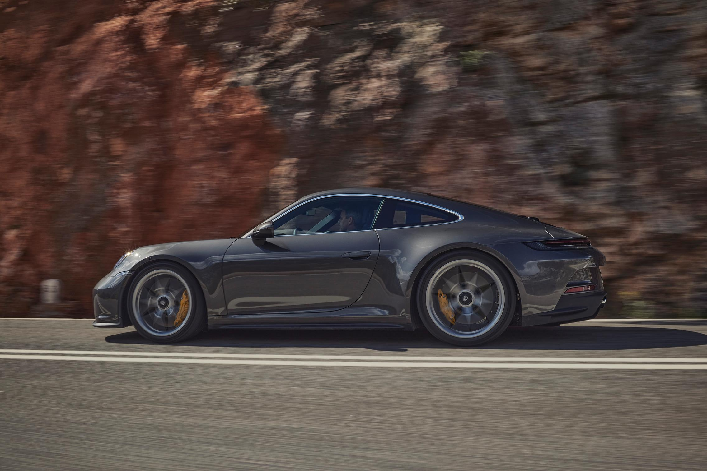 Porsche 992 GT3 Touring side