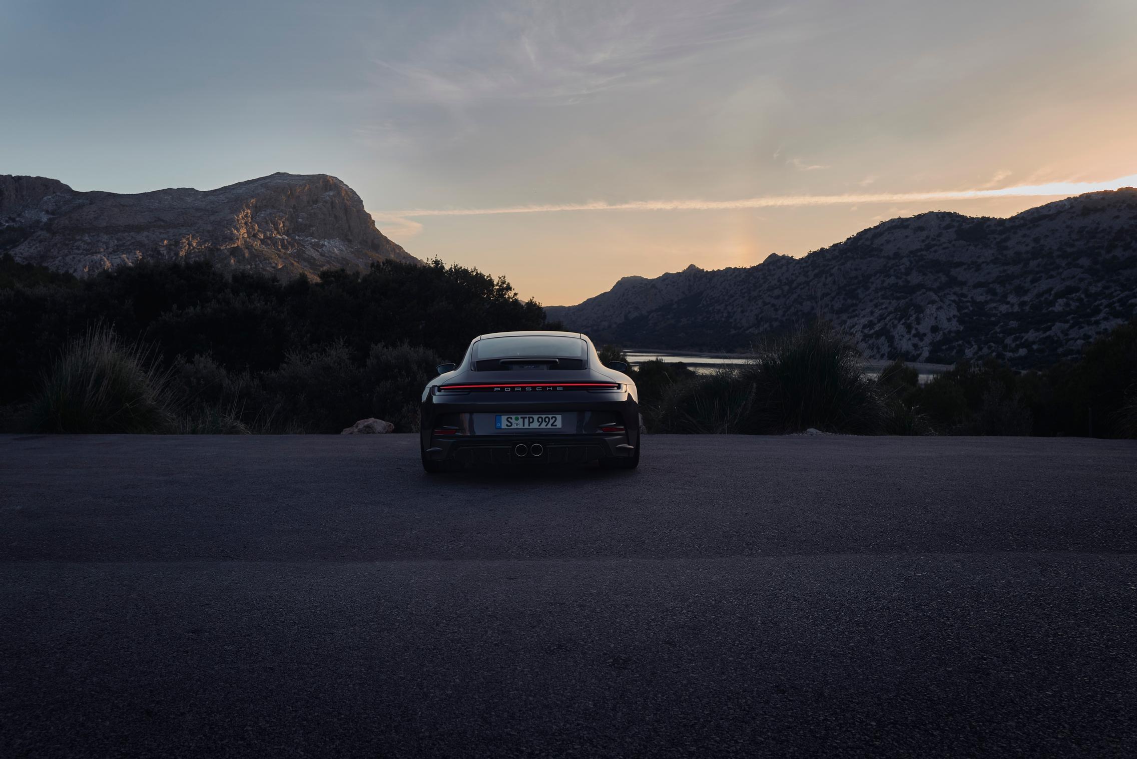 Porsche 992 GT3 Touring wallpaper