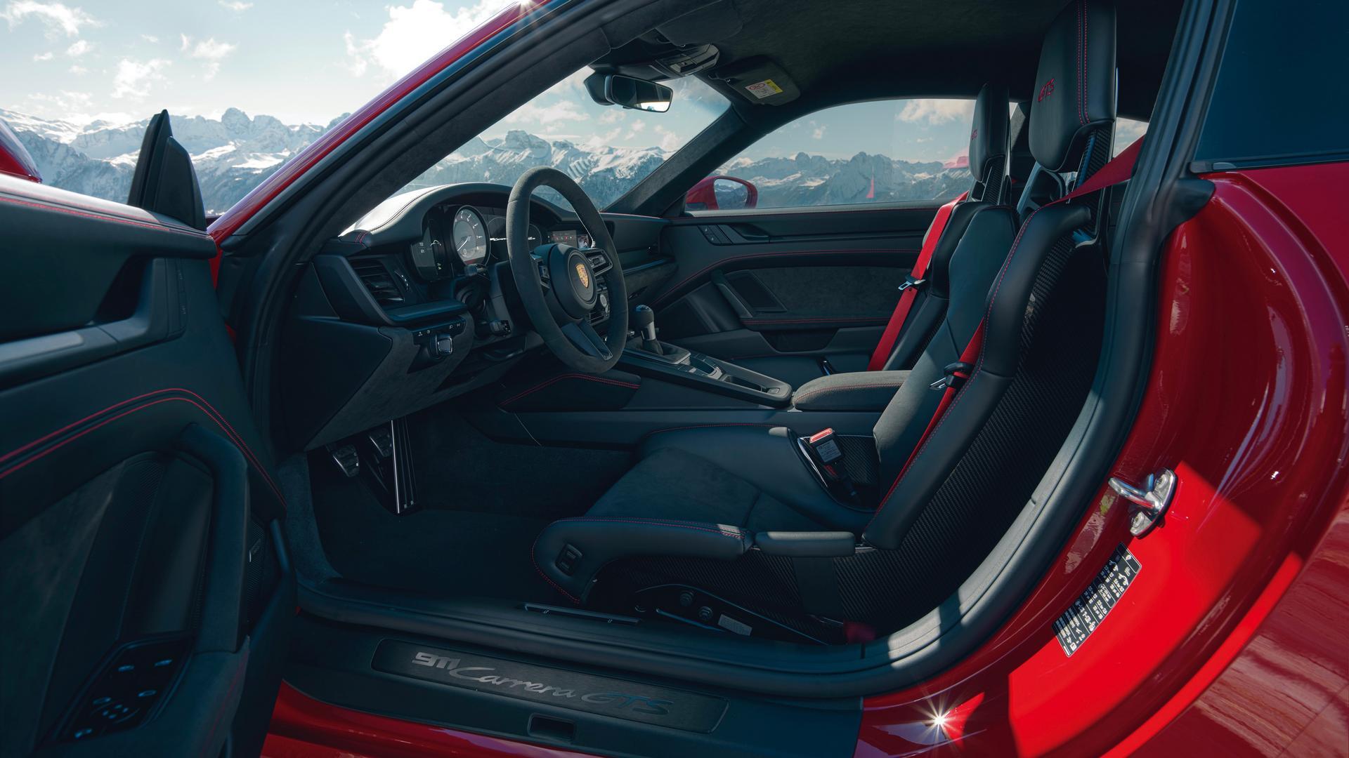 Porsche 911 GTS seats