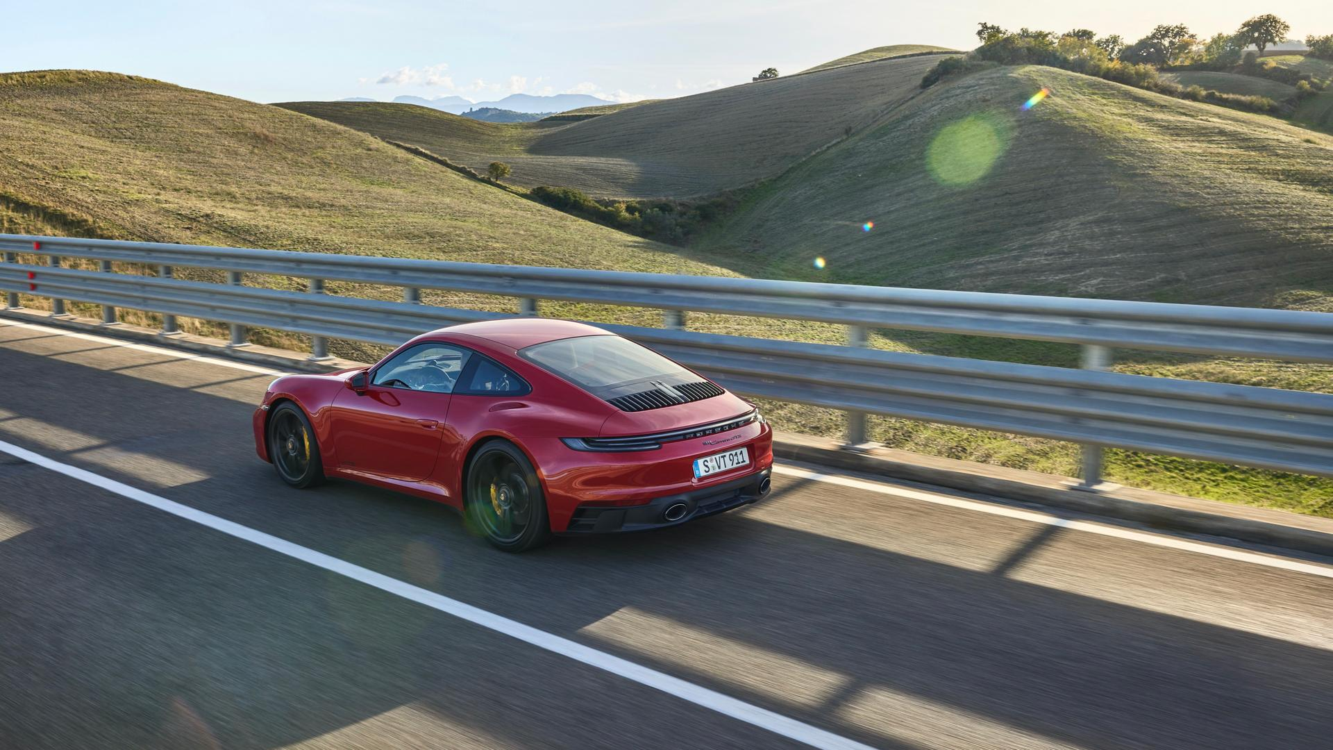 Porsche 911 GTS specs
