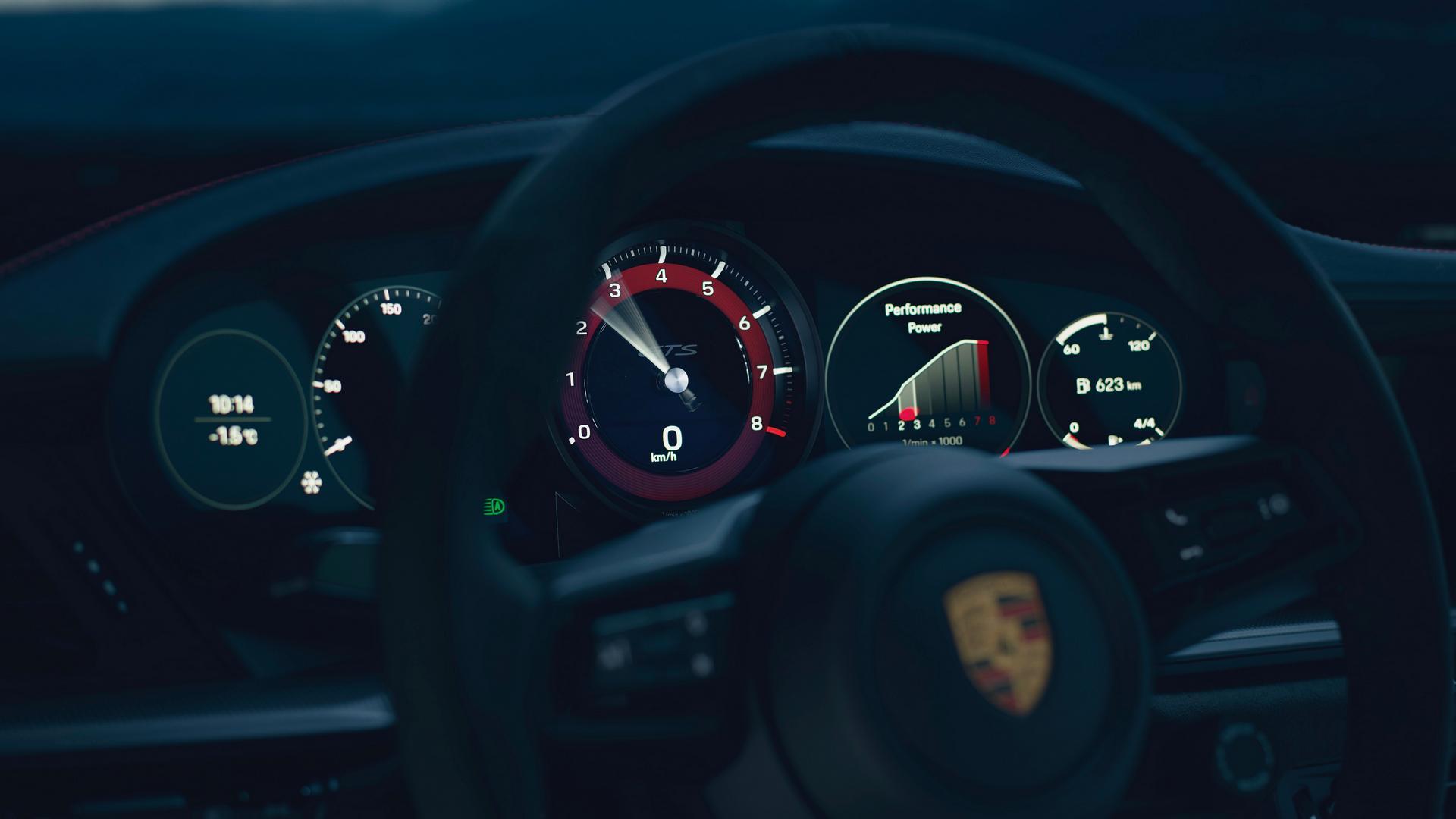 Porsche 911 GTS speedo