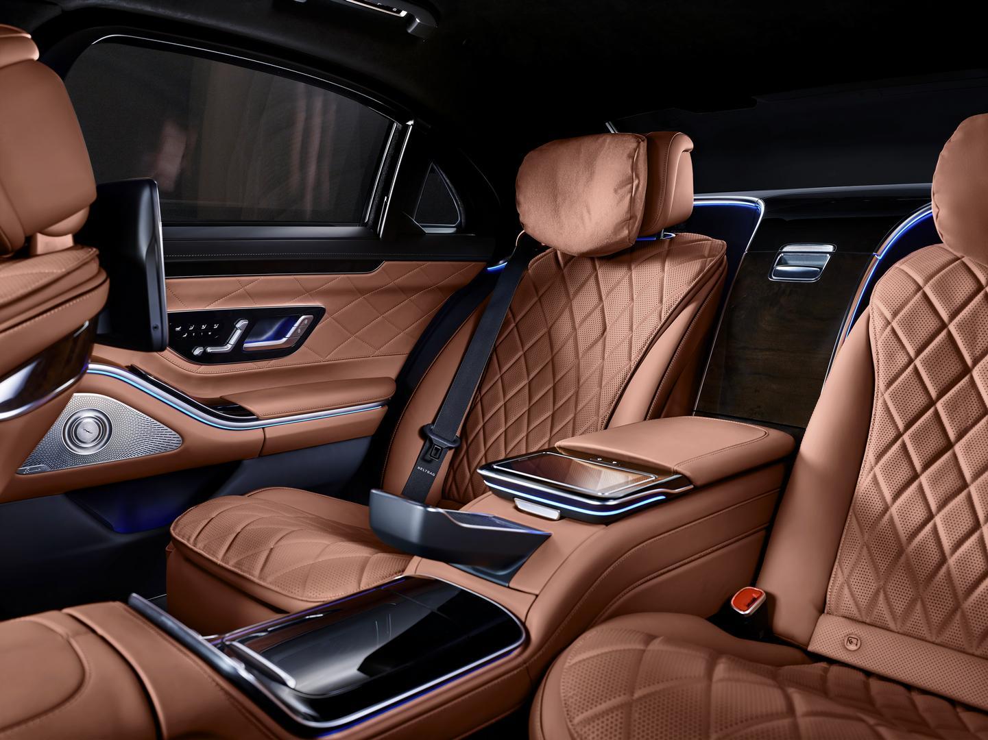 Mercedes-Benz S 680 GUARD rear seats