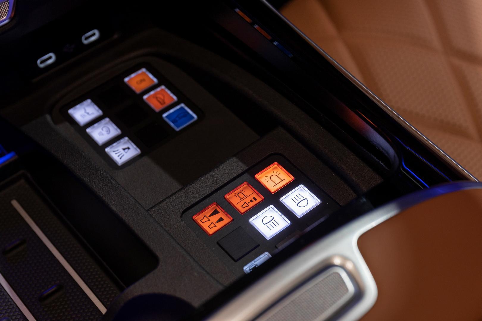 Mercedes-Benz S 680 GUARD buttons