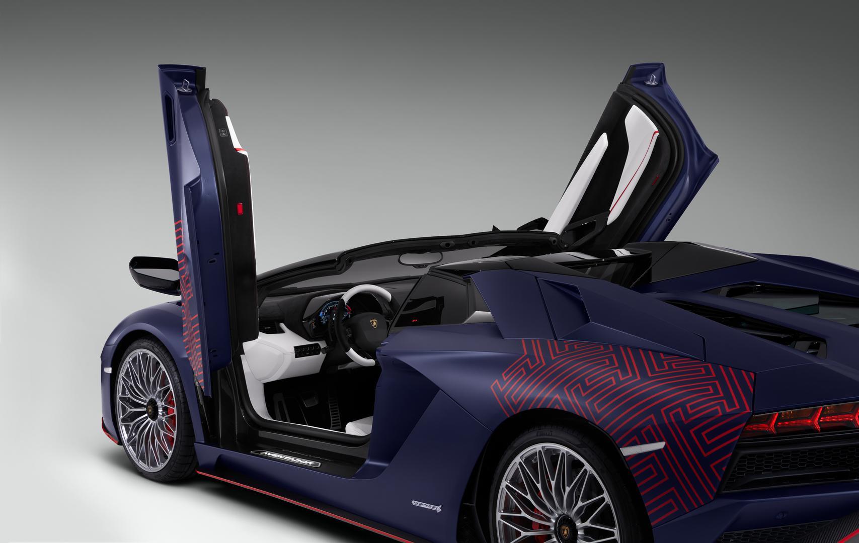 Aventador S Roadster doors