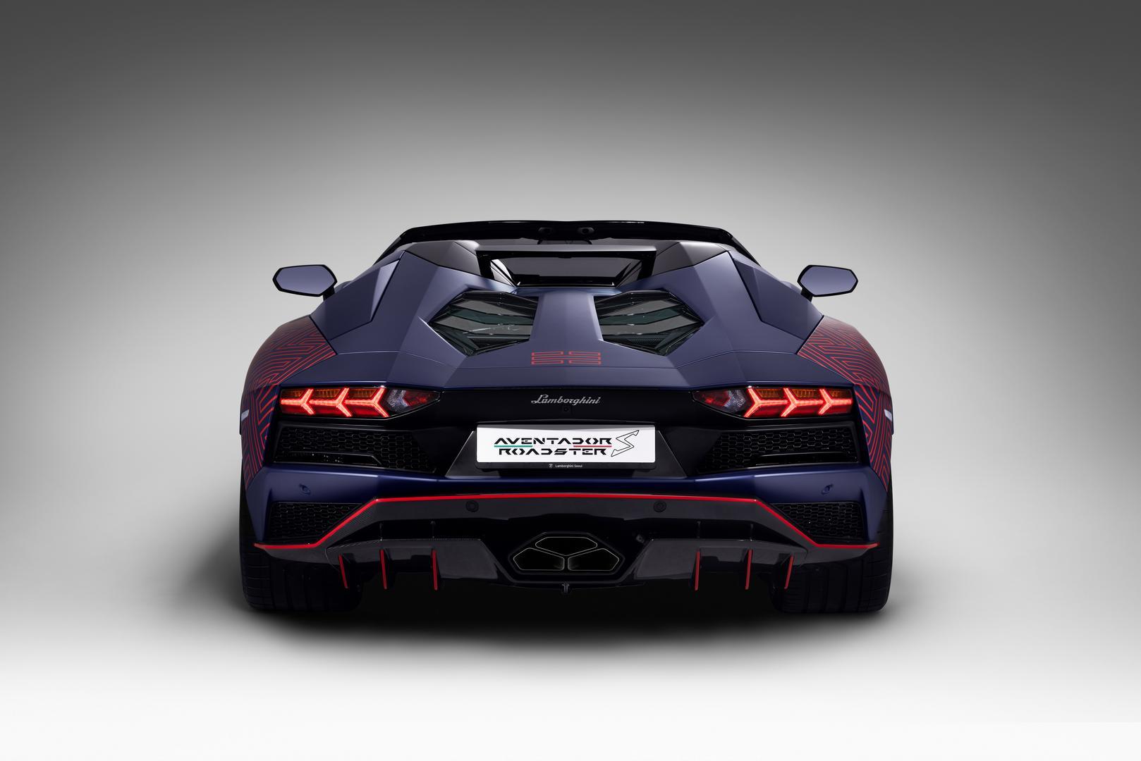 Aventador S Roadster rear