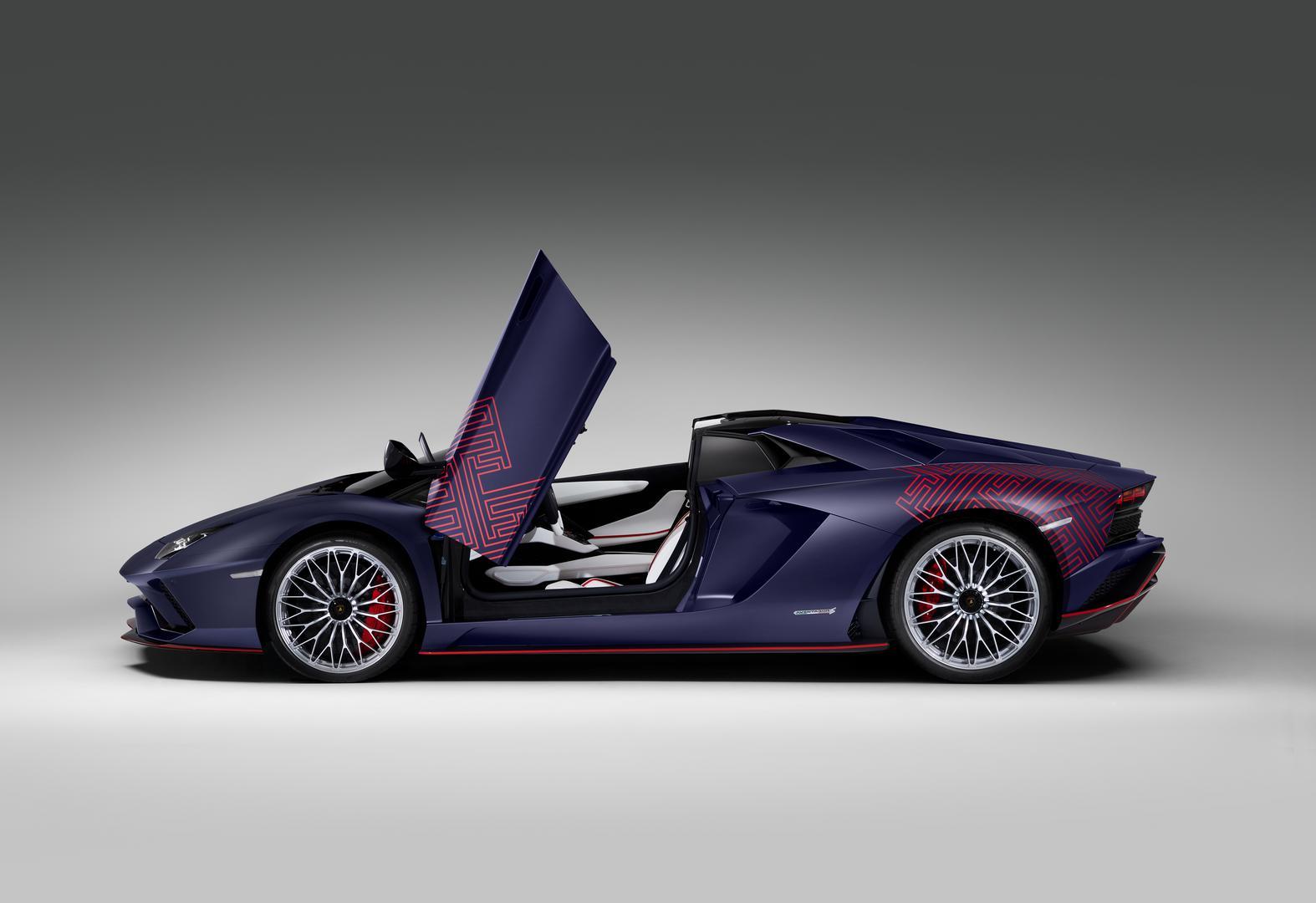 Aventador S Roadster side
