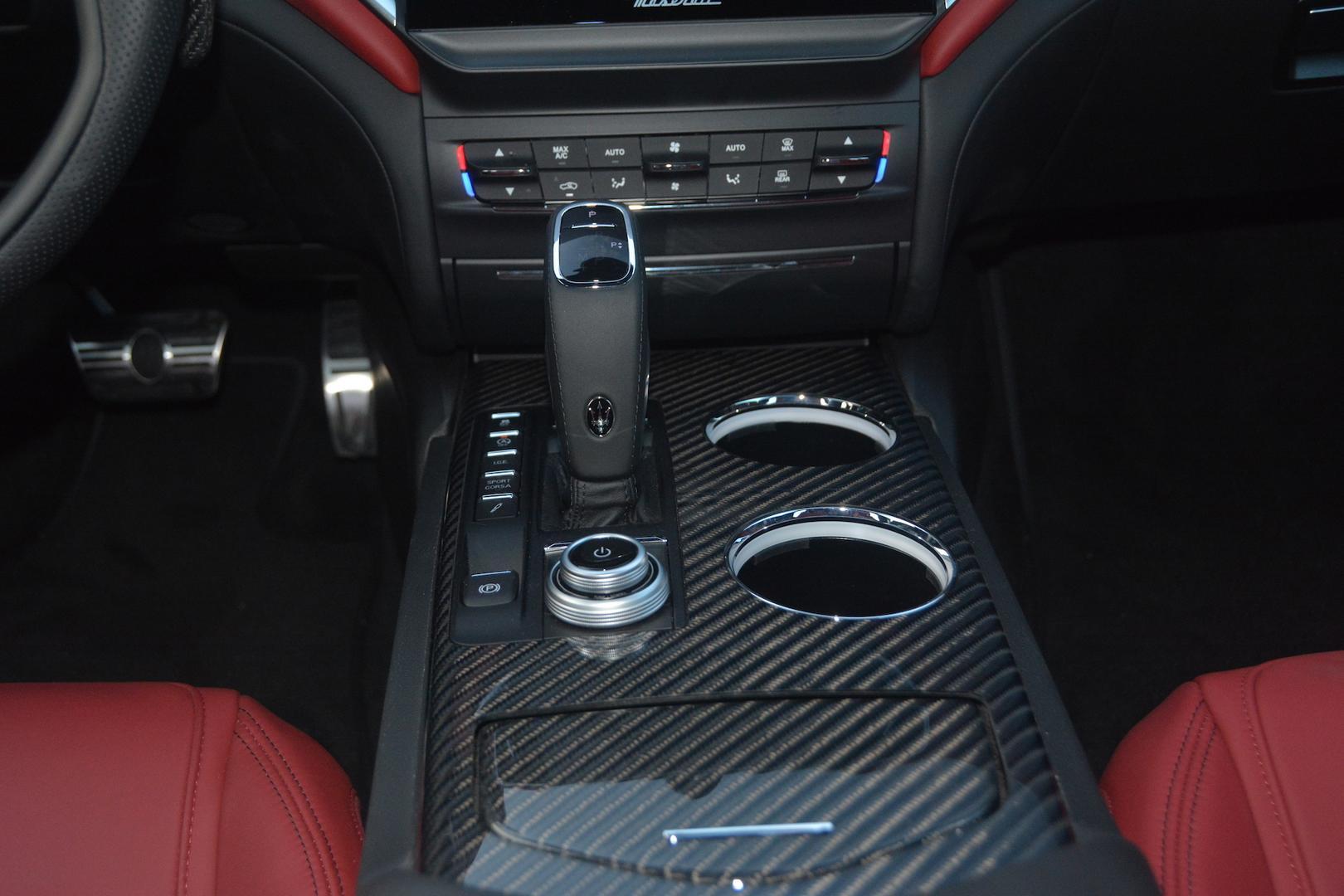 Maserati Ghibli Trofeo carbon trim