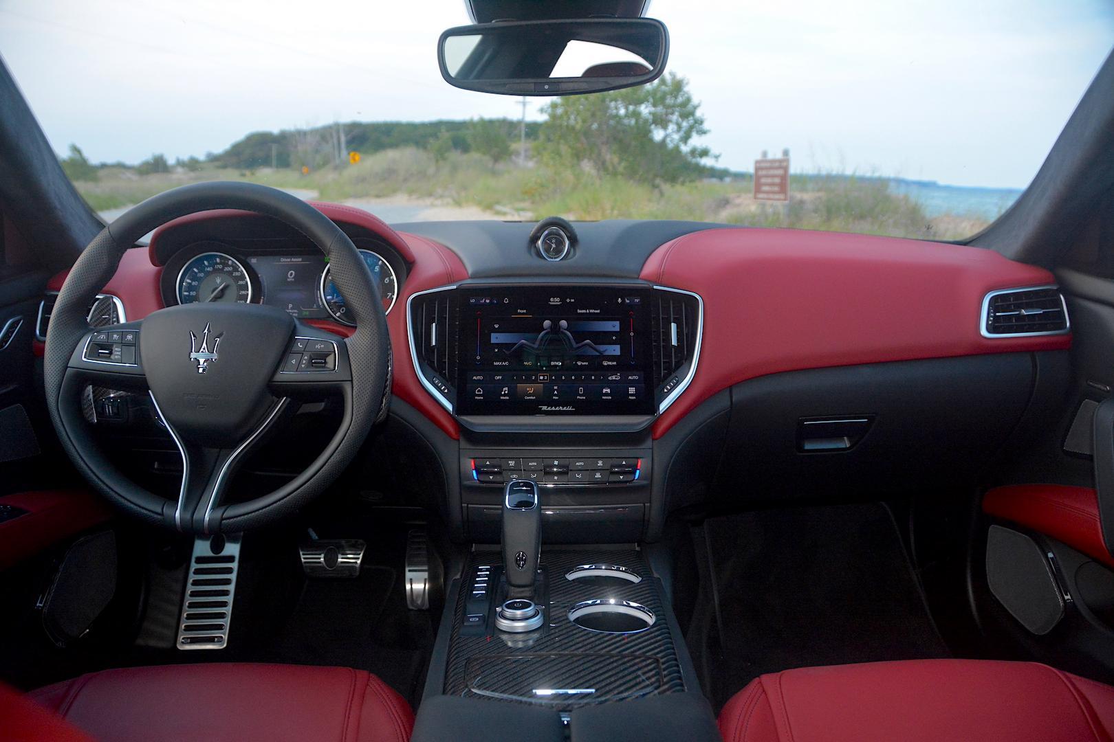 Maserati Ghibli Trofeo cockpit