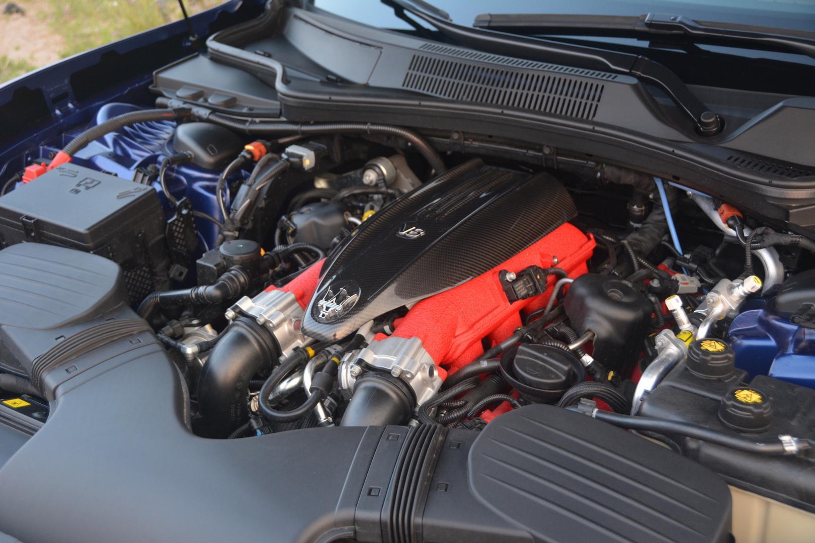 Maserati Ghibli Trofeo engine