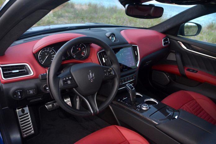 Maserati Ghibli Trofeo interior