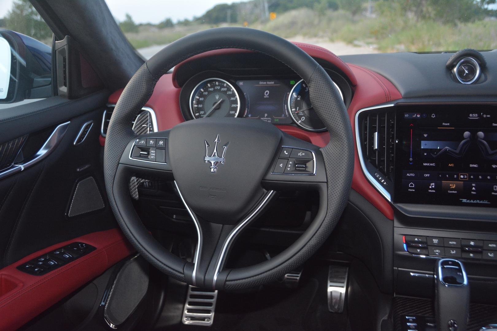 Maserati Ghibli Trofeo steering wheel