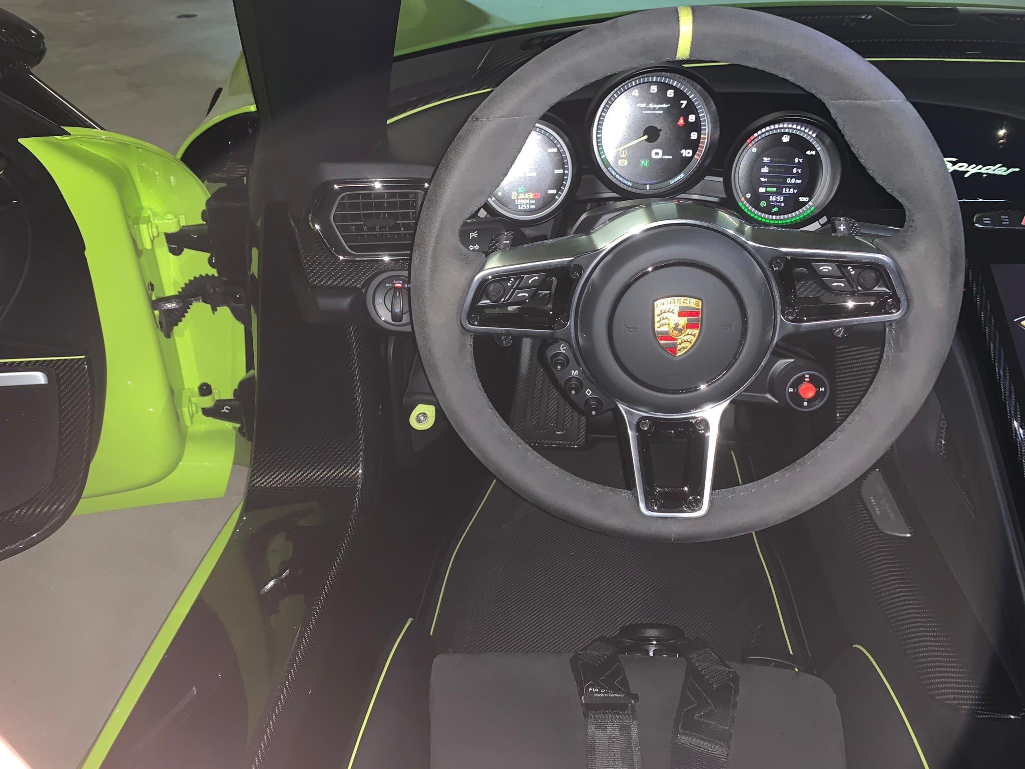 Porsche 918 Spyder steering wheel