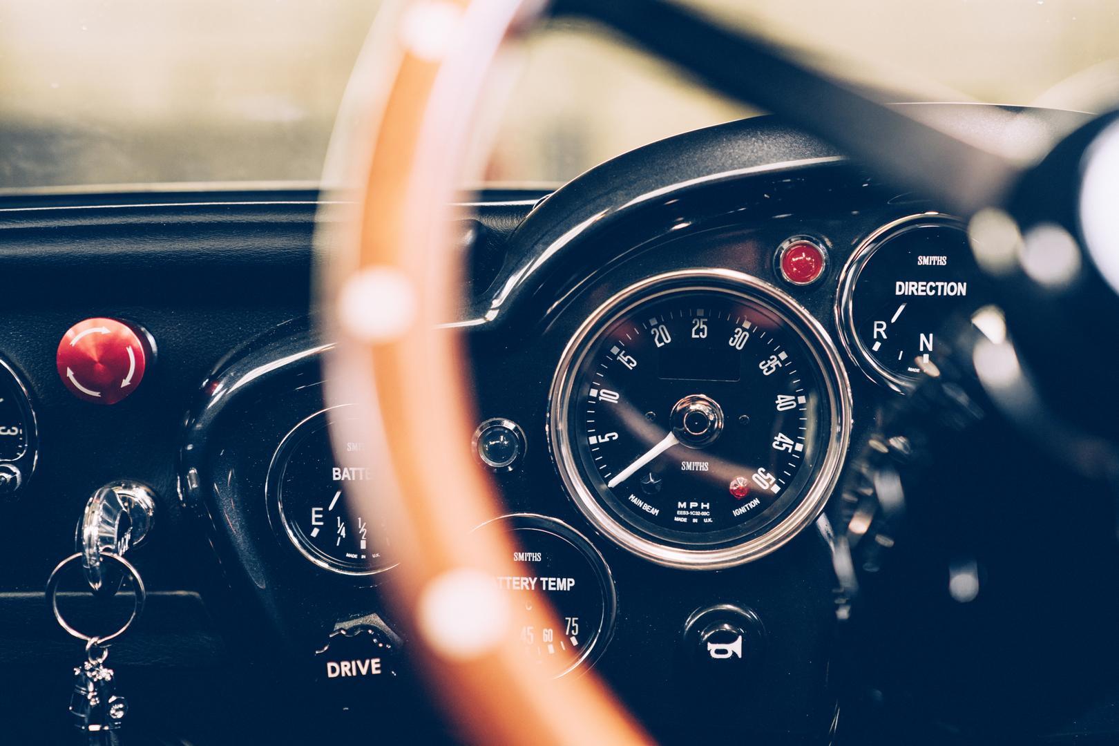Aston Martin DB5 Junior dashboard