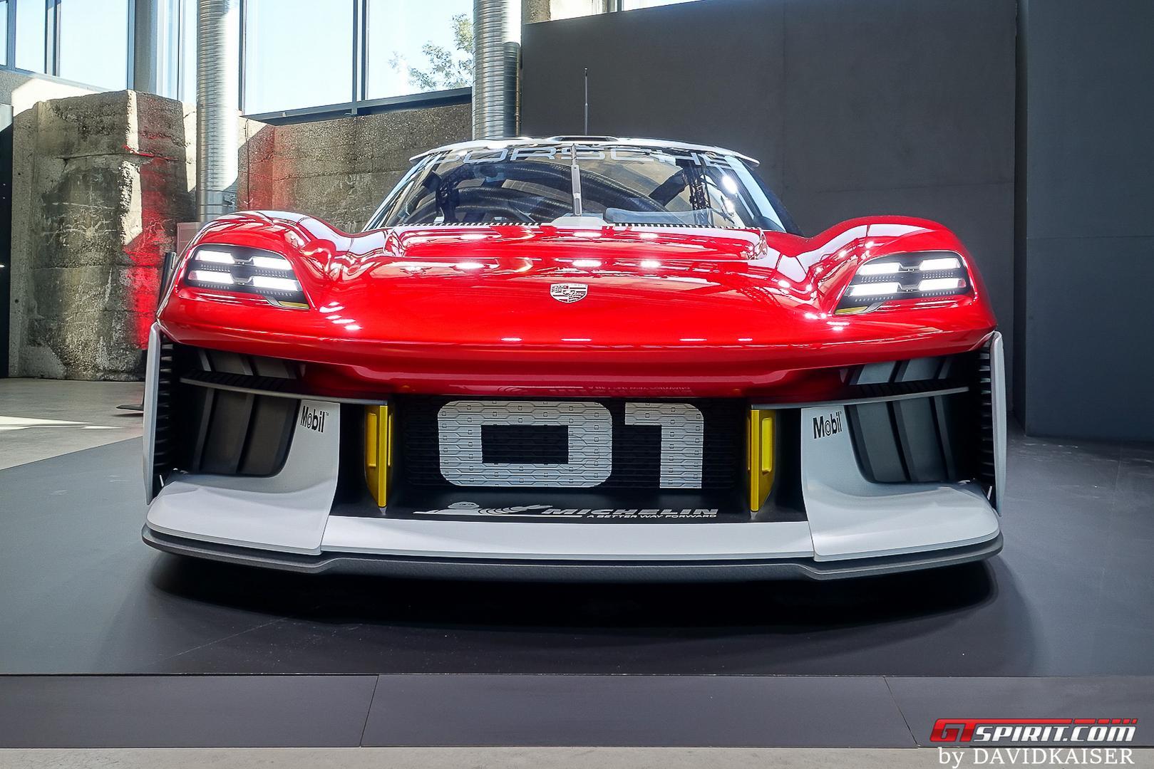 Porsche Mission R front