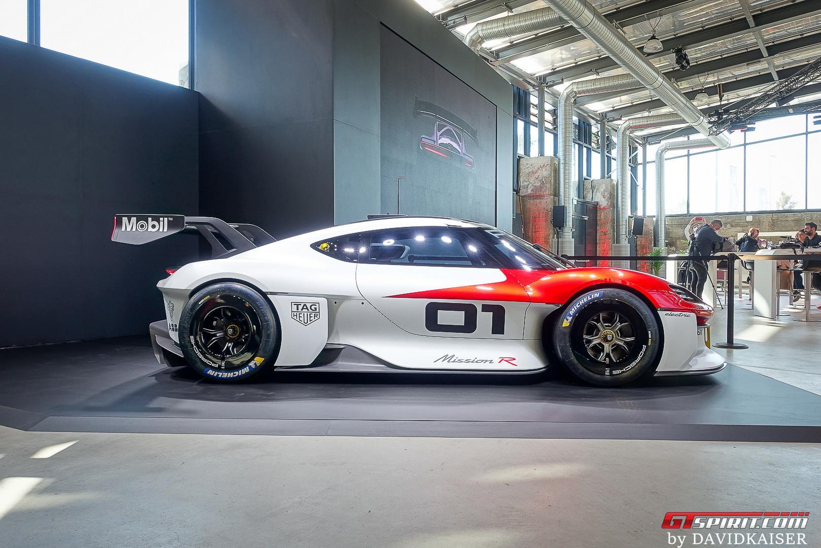 Porsche Mission R side