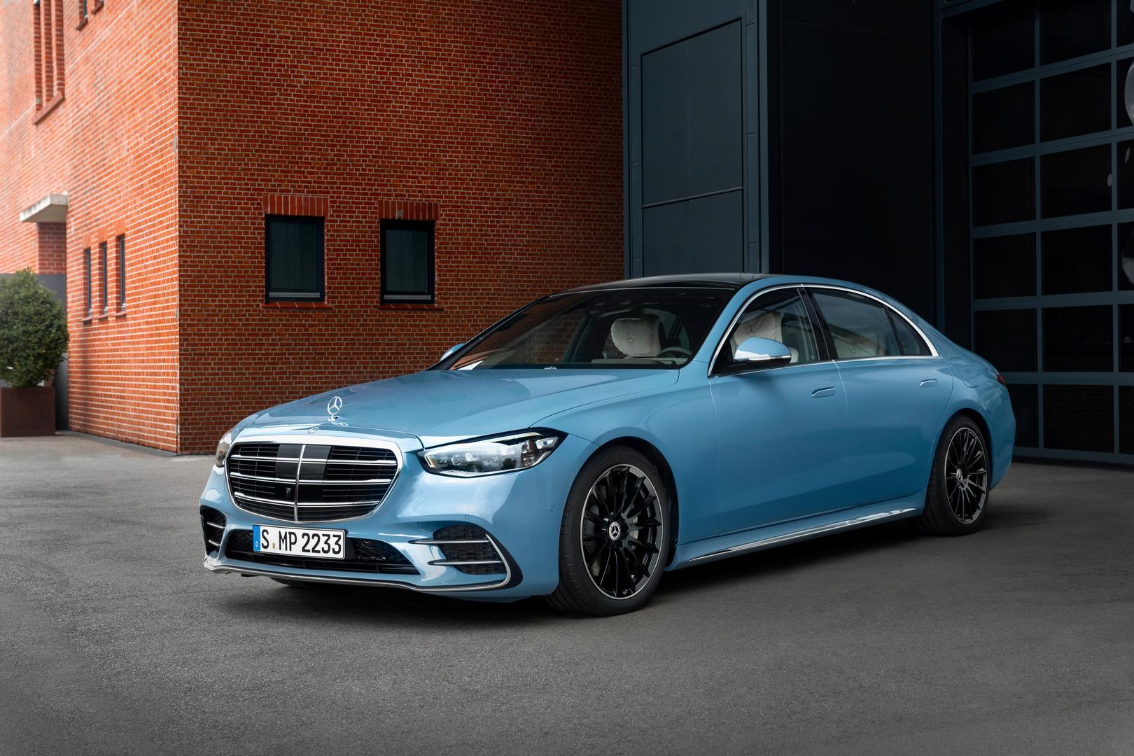Vintage Blue Mercedes-Benz S580