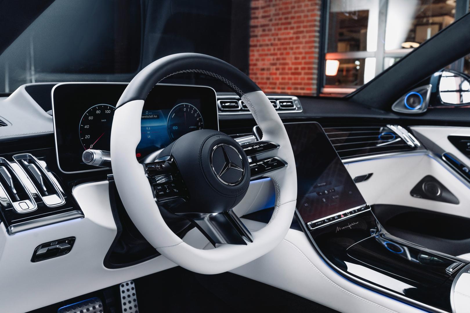 2022 Mercedes-Benz S580 steering wheel