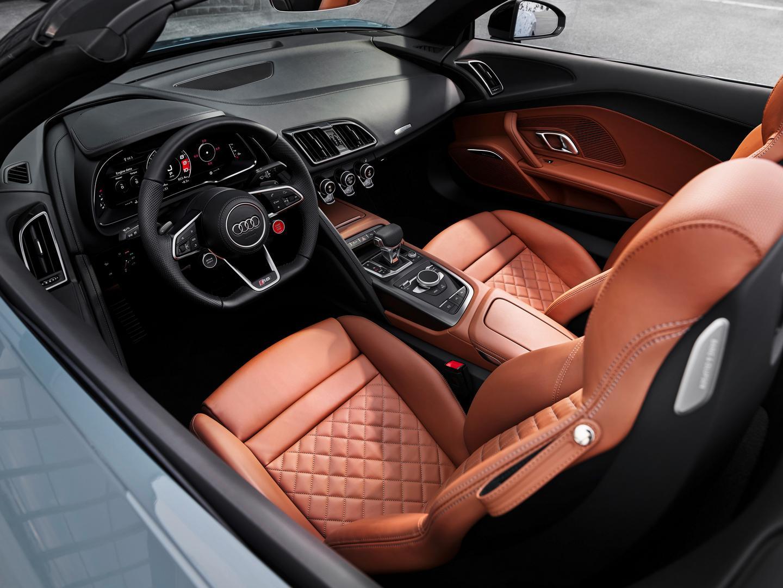 Audi R8 Spyder V10 performance RWD interior