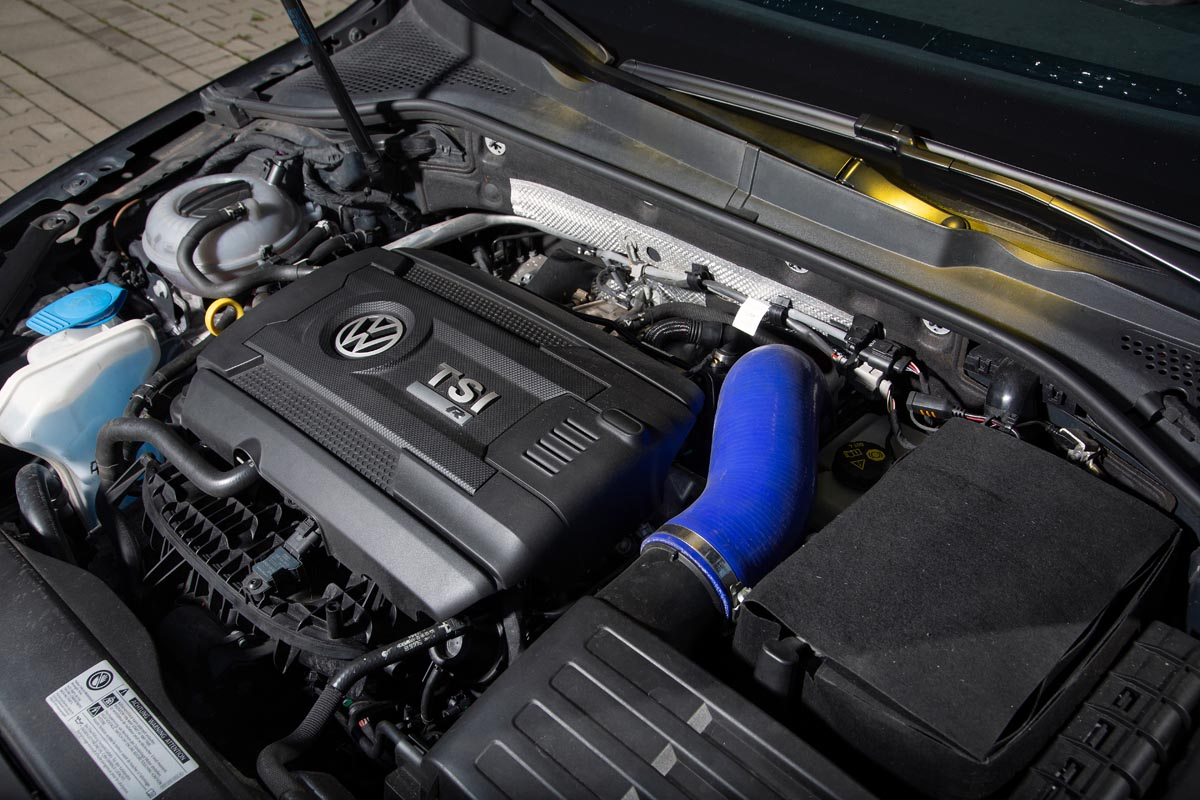 VW Golf 7 R Variant engine